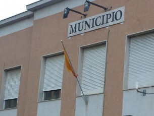 CAMPOFRANCO – Al Comune bandiera a mezz'asta…