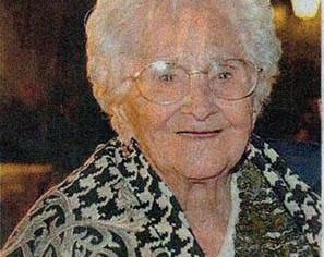 """ACQUAVIVA – 100 anni per nonna Carmela. Il segreto? """"Una famiglia unita"""""""