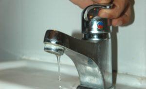 """CAMMARATA – """"Non paghi? Ti riduco l'acqua"""""""