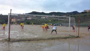 2^ CATEGORIA – L'Acquaviva vince con sofferenza. Il Riesi sfiora l'impresa. Sette gol.