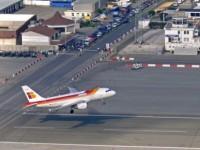 L'aereoporto che si incrocia con la strada