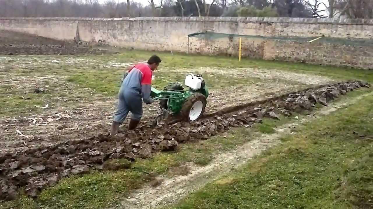 Caltanissetta agricoltore muore travolto dalla sua for Youtube motozappa