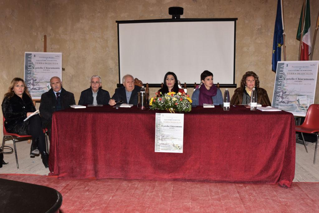 """FAVARA – Presentato il libro """"Terra di Sicilia"""" del poeta Salvatore Sciortino, un tuffo nella Sicilia  più autentica."""